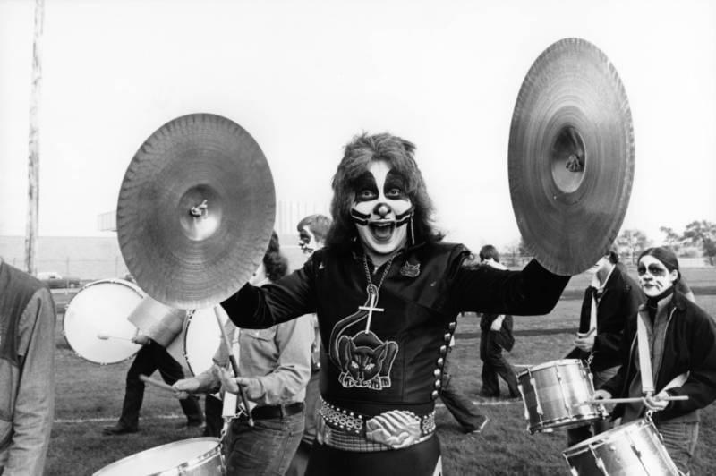 """""""Peter Crisssssssss…. the drummer from KISSSSSSSssssss"""""""